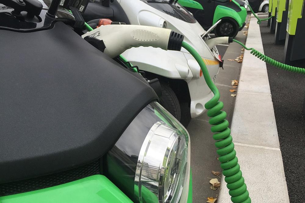 elektrisches auto aufladestation