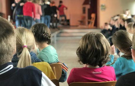 enera zu Besuch bei einer Grundschule in Büppel
