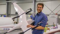 Immo Weidner mit seiner Qlex Drohne